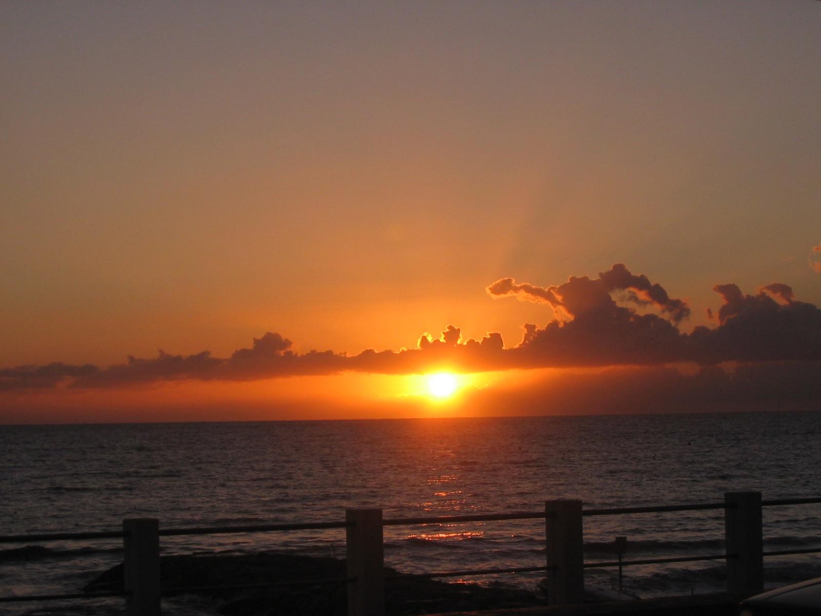 [FOTOGRAFIA] – Il sole sorge a Laigueglia