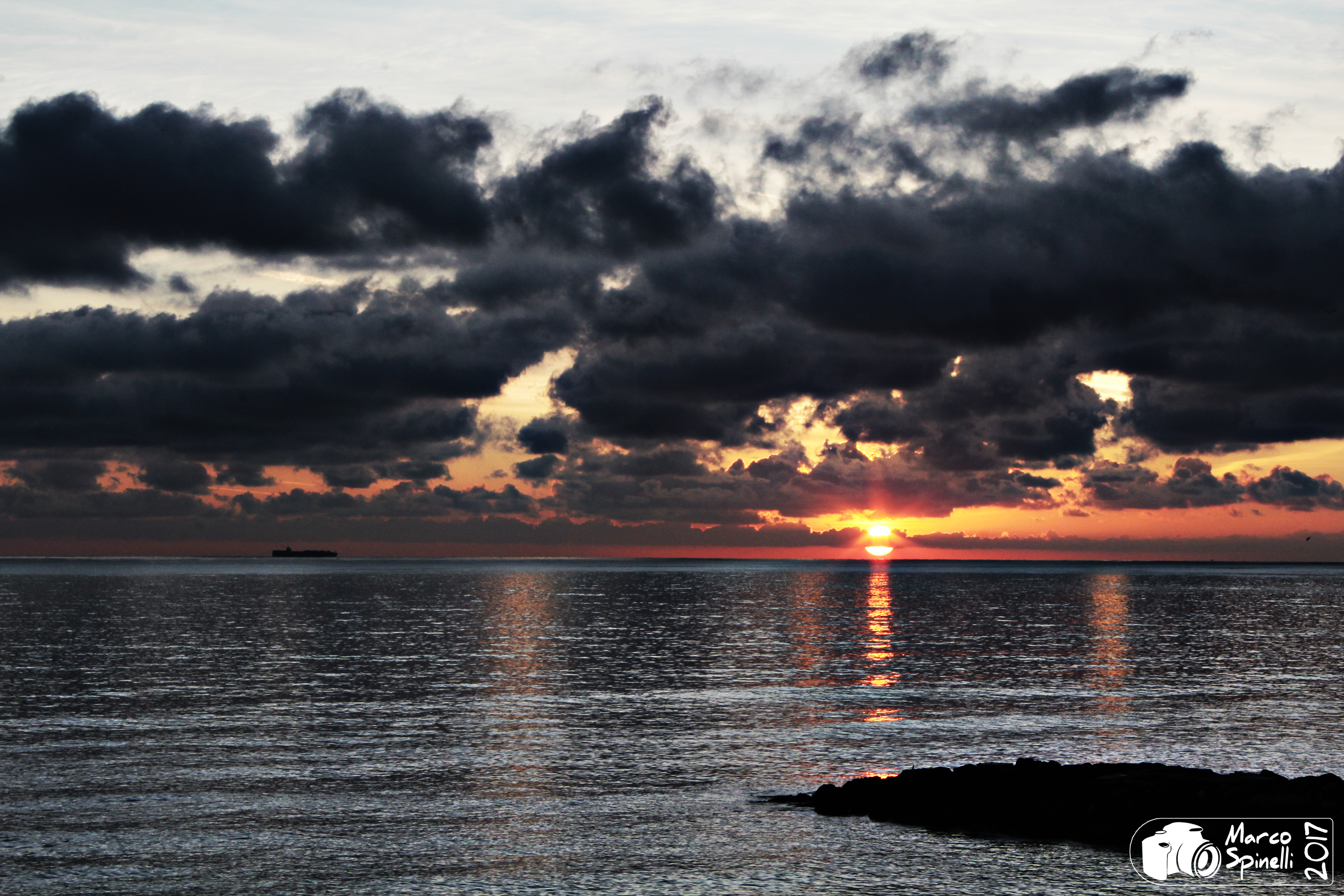 [FOTOGRAFIA] – Il sole sorge sempre… anche dietro alle nuvole!